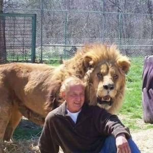 Leo the lion and Kenny Hetrick 2